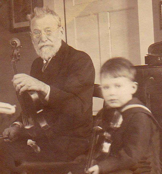 Musikdirektor Johann Friedrich Schmidt mit Enkel