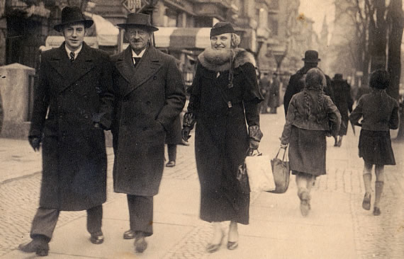 Berlin, 1934. Wolf Schmidt mit Irm Klicke und dem zukünftigen Schwiegervater