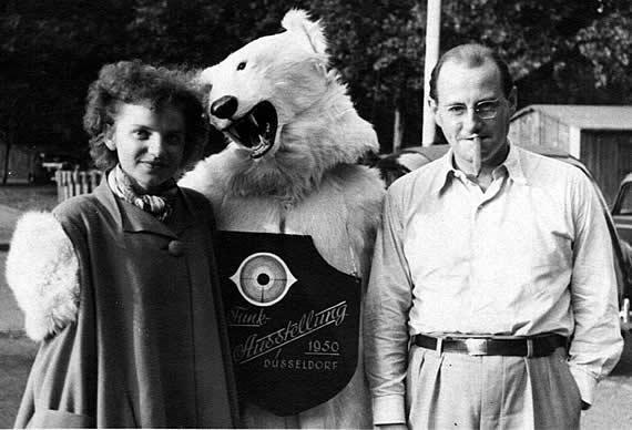 Gretl Pilz und Wolf Schmidt auf der Funkausstellung in Düsseldorf 1950