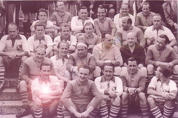 Historisches Sportfoto: Prominentenelf mit Kulenkampff