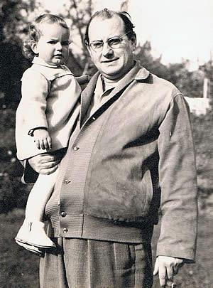 Wolf Schmidt mit Tocher Susanne, 1956