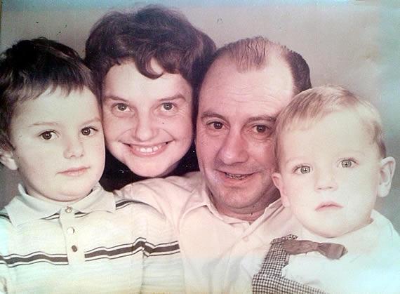 Schmidt-familie mit Tochter Susanne und Sohn Stefan